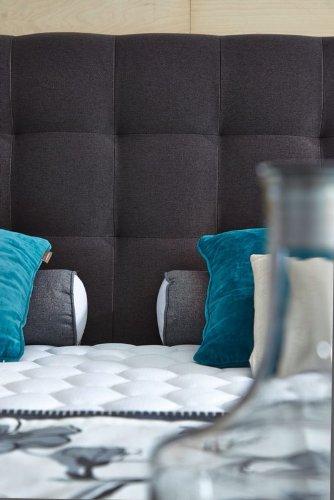 luxus boxspringbett 180x200 h rtegrad h4 in dunkelgrau inkl topper premiumklasse f r 5 sterne. Black Bedroom Furniture Sets. Home Design Ideas
